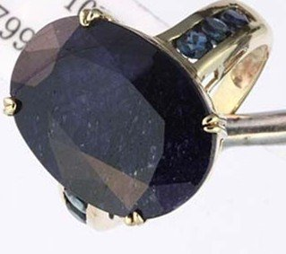 7: 15 CTW. SAPPHIRE RING - OVAL CUT - 10KY GOLD