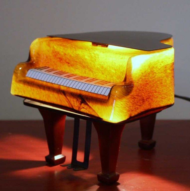 9: ORNATE PIANO TABLE LAMP