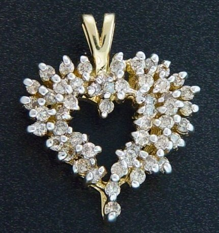 400026: 1 CTW. DIAMOND HEART PENDANT 10KY