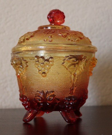 600003: VINTAGE CARNIVAL GLASS LIDDED CANDY DISH