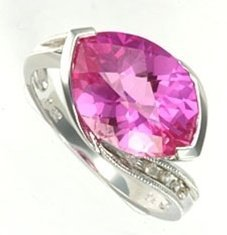 101043: PINK SAPPHIRE & DIAMOND RING
