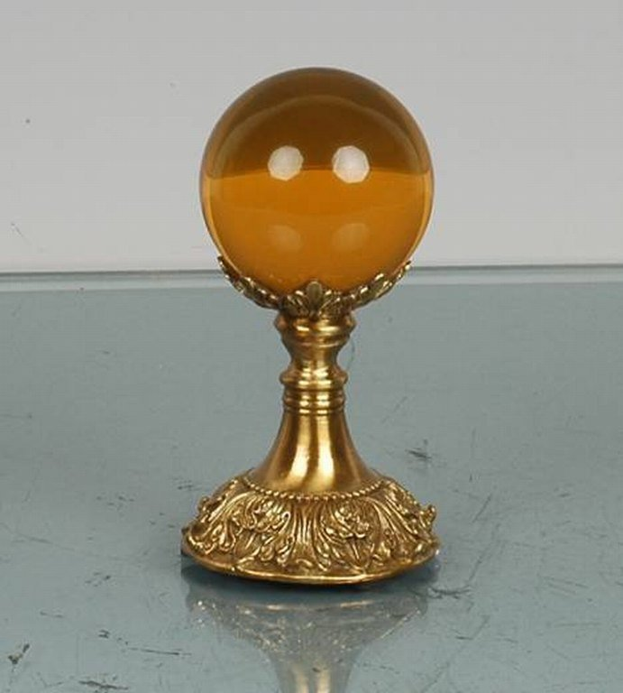 200486: AMBER CRYSTAL BALL ON BRASS STAND