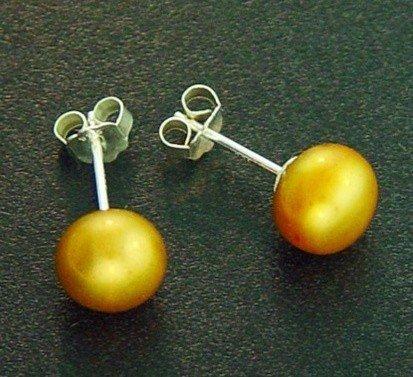 500557: 7 MM GOLD PEARL STUD EARRINGS