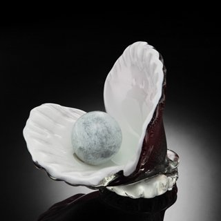 400020: ART GLASS OYSTER SHELL WITH PEARL