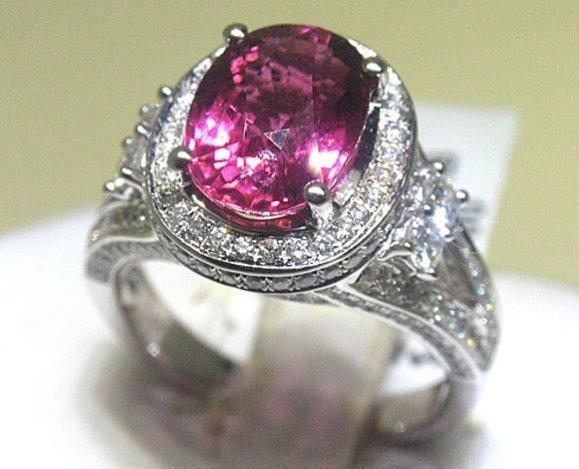 200038: 18K GOLD RUBY & DIAMOND RING