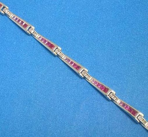 200046: 18K GOLD RUBY & DIAMOND BRACELET