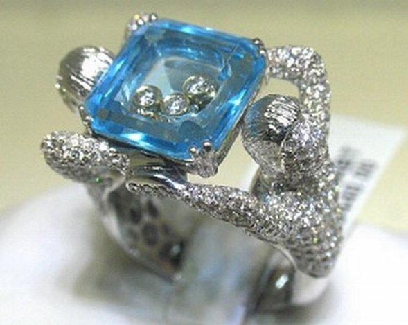 300037: 18K GOLD DIAMOND & BLUE TOPAZ  RING