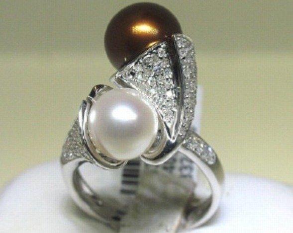 400040: 18K GOLD PEARL & DIAMOND RING