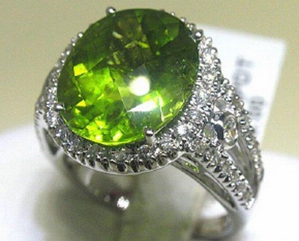 500023: 18K GOLD DIAMOND & PERIDOT  RING