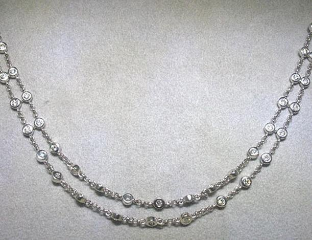 700023: 18K GOLD DIAMOND NECKLACE