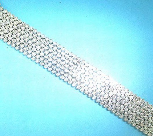 700289: 18K GOLD DIAMOND BRACELET