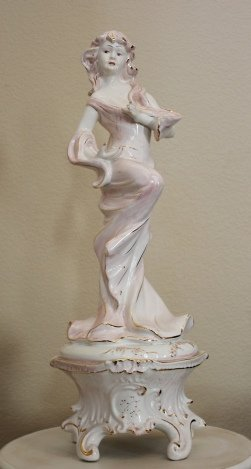 CAPODIMONTE - LADY IN PINK PORCELAIN STATUE