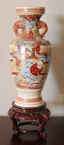 VINTAGE HAND PAINTED JAPANESE VASE - SIGNED