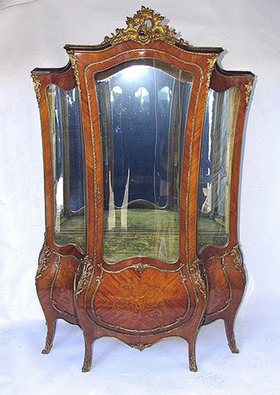 IMPORTANT 19TH CENTURY LOUIS XV VITRINE, ATTRIBUTED TO