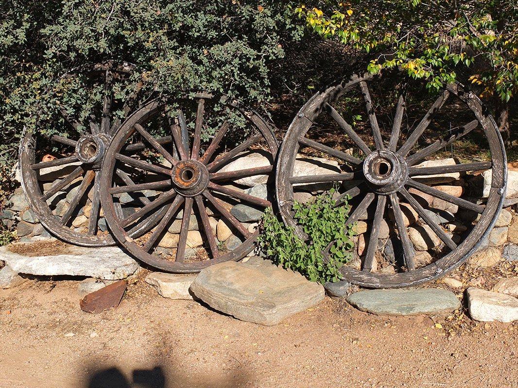 3 Wagon Wheels -