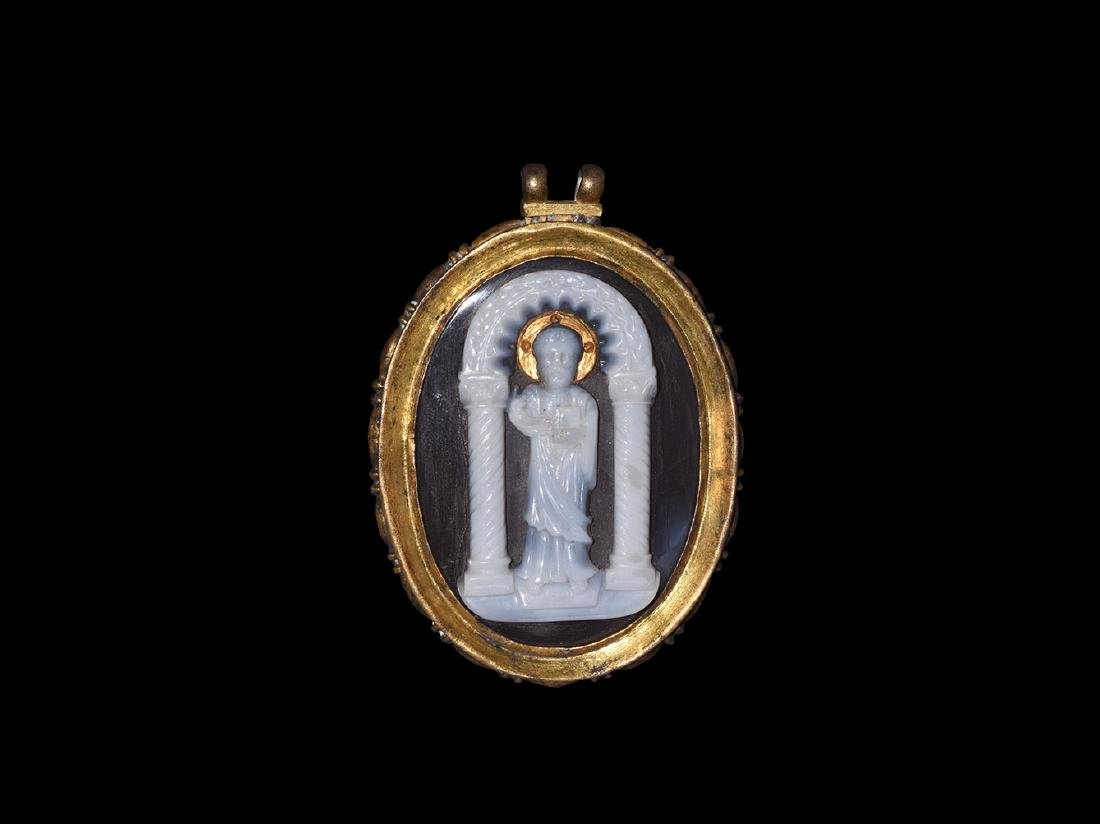 Byzantine Gilt Pendant with Temple Cameo