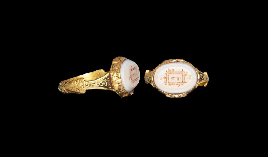 Islamic Fatamid Gold Ring with Intaglio