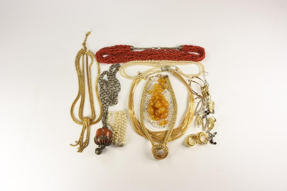 Vintage Costume Jewellery Group