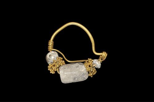 Near Eastern Sassanian Gold, Pearl and Crystal Earring