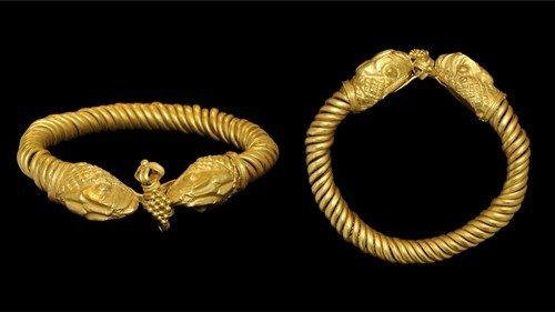 Hellenistic Roman Gold Serpent Heads Bracelet