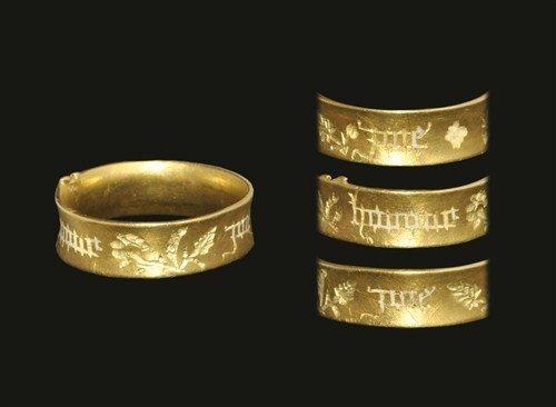 Medieval Gold Black Letter 'Joie Honour Joie' Posy Ring