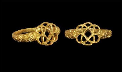 Medieval Gold Interlocking Hearts Ring