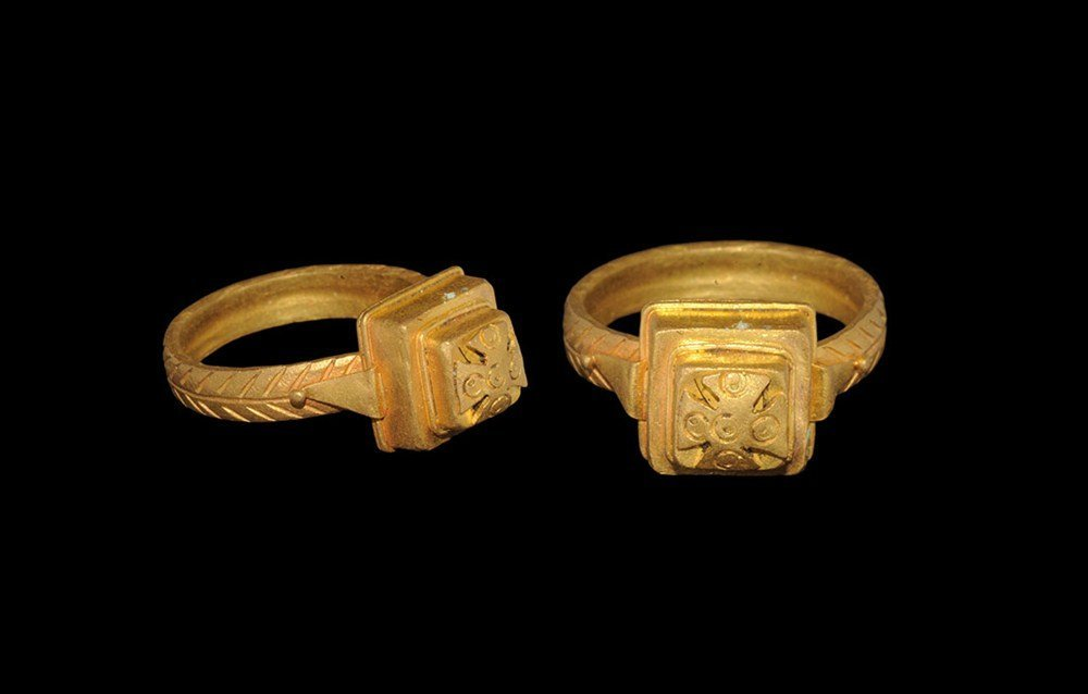 Byzantine Style Expanding Arm Cross Gold Finger Ring