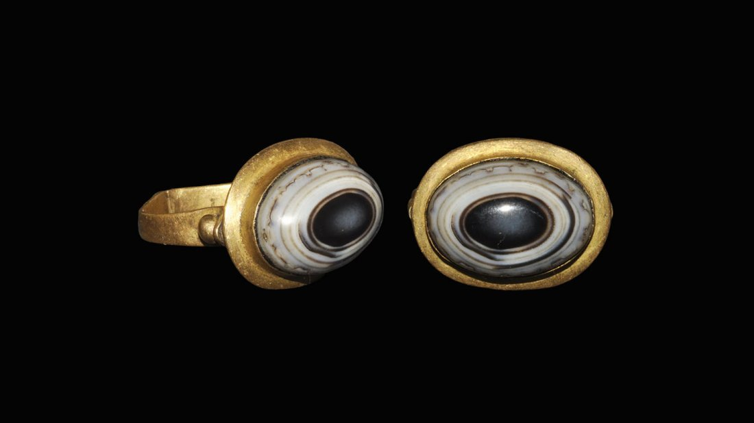 Near Eastern Style Gold and Banded Agate Ring