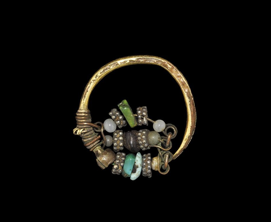 Near Eastern Gold Earring with Beads