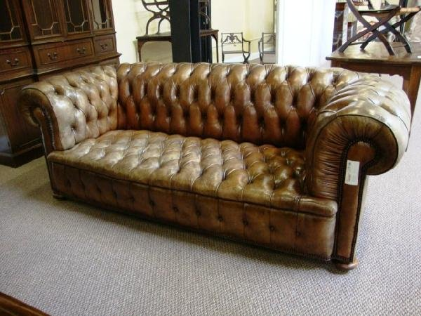 259: CHESTERFIELD TUFTED LEATHER SOFA