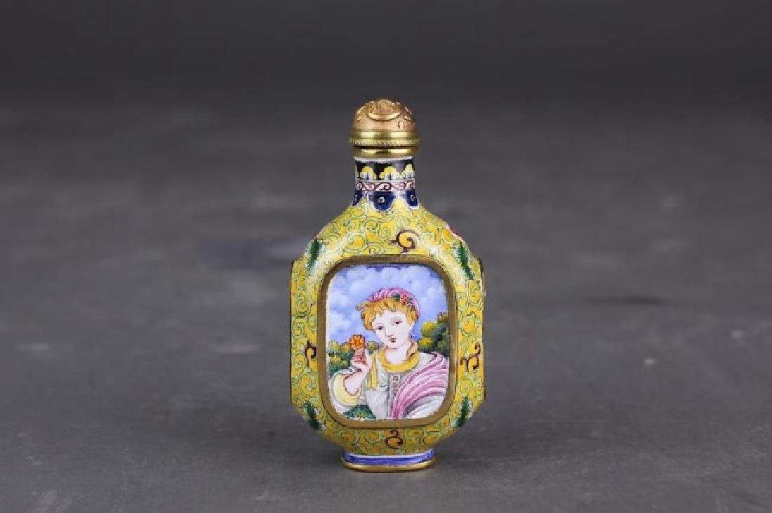 chinese SNUFF BOTTLE with EUROPEAN painting.