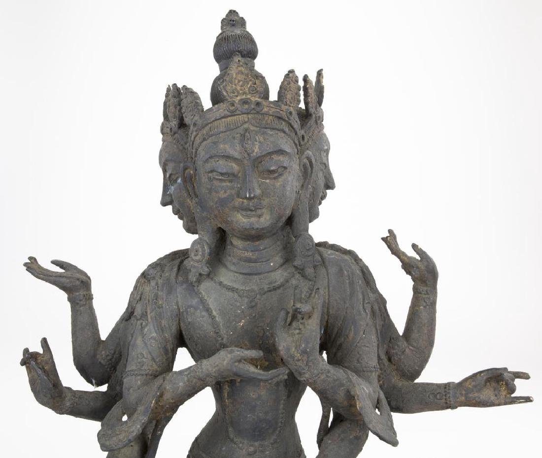 17/18TH CENTURY TIBETAN BRONZE THREE-FACED BUDDHA - 2