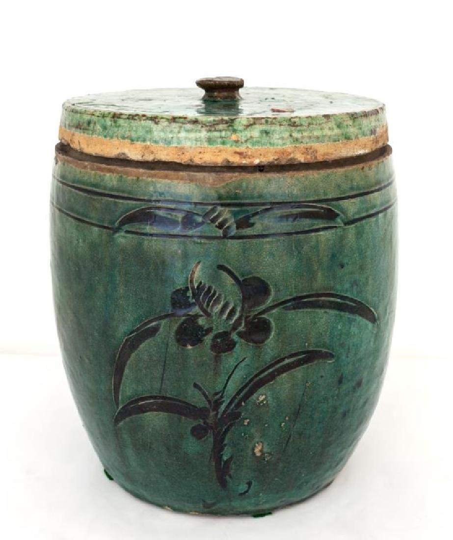 CHINESE ANTIQUE LIDDED CERAMIC JAR