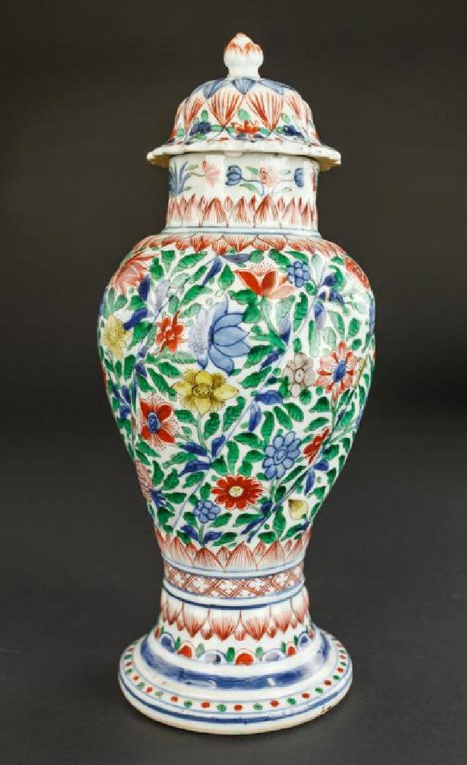 18TH CENTURY CHINESE DOUCAI VASE WITH COVER