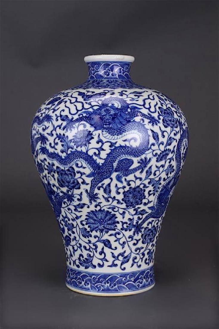 CHINESE BLUE AND WHITE DRAGON VASE (MEIPING)