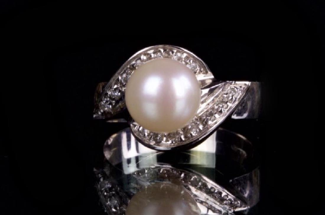 JAPANESE PEARL AND DIAMOND RING W/18K GOLD