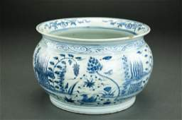 CHINESE QING DYNASTY BLUE AND WHITE JARDINIERE