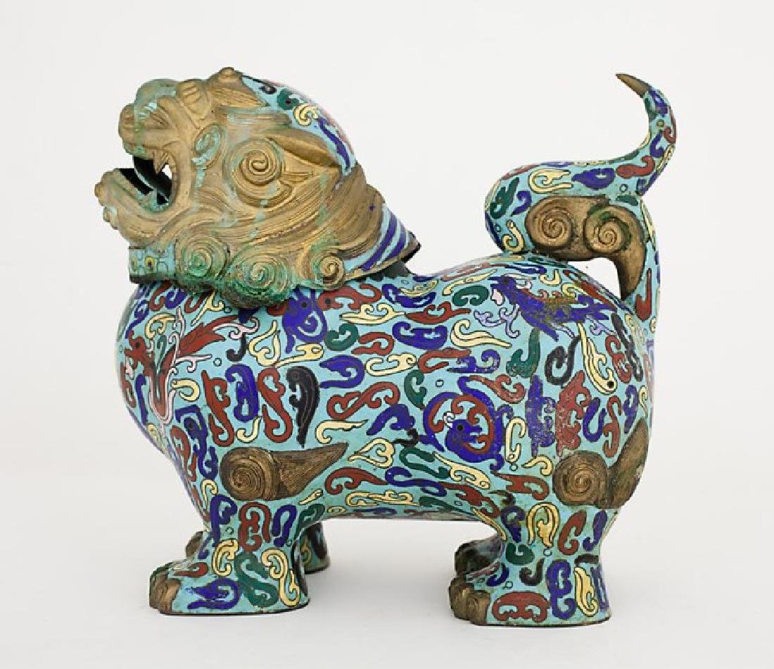 CLOISONNE LIDDED VASE OF A FOO LION
