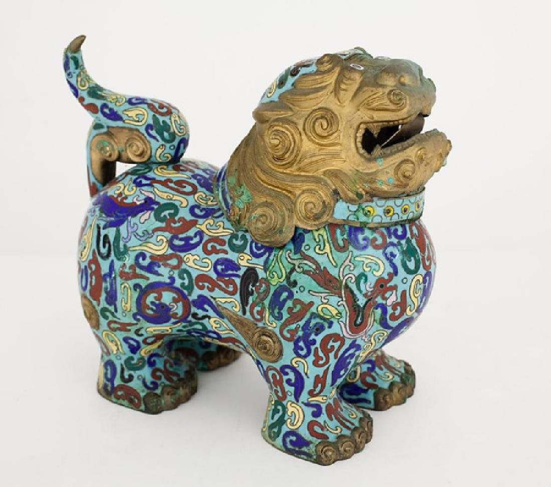 CLOISONNE LIDDED VASE OF A FOO LION - 2