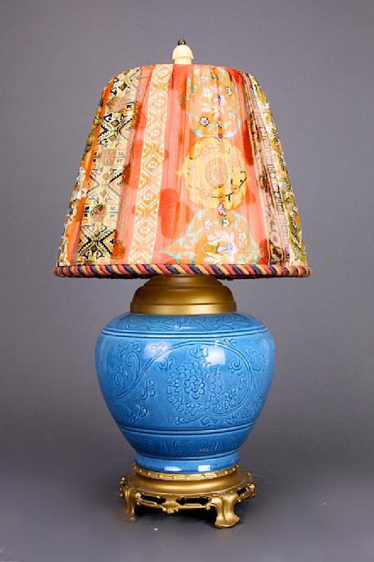 CHINESE BLUE PORCELAIN TABLE LAMP