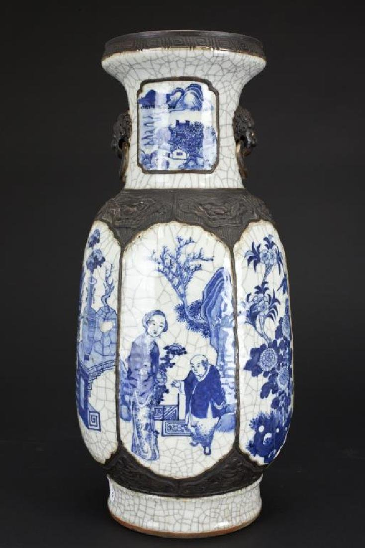 19TH CENTURY CHINESE BLUE AND WHITE CRACKLE VASE