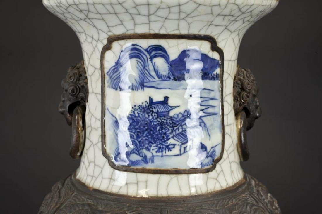 19TH CENTURY CHINESE BLUE AND WHITE CRACKLE VASE - 2