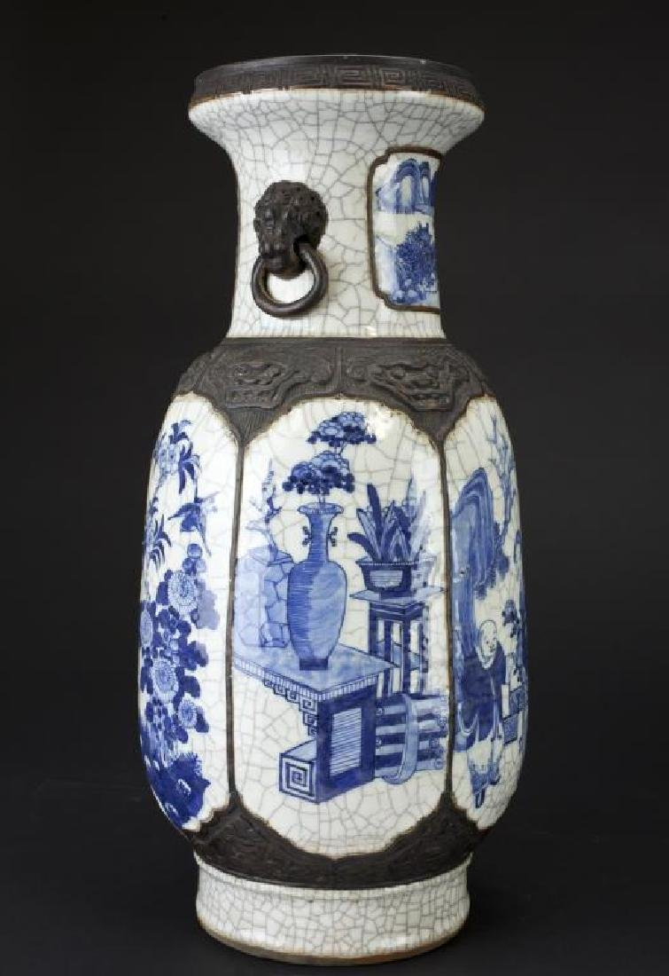 19TH CENTURY CHINESE BLUE AND WHITE CRACKLE VASE - 3