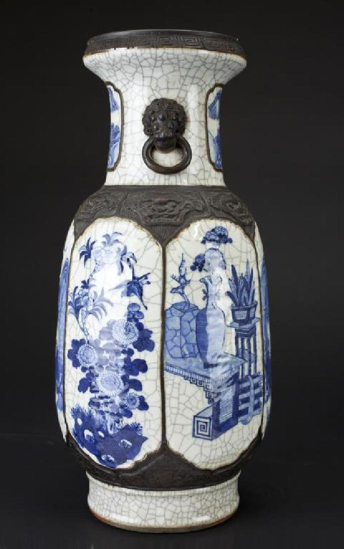 19TH CENTURY CHINESE BLUE AND WHITE CRACKLE VASE - 4