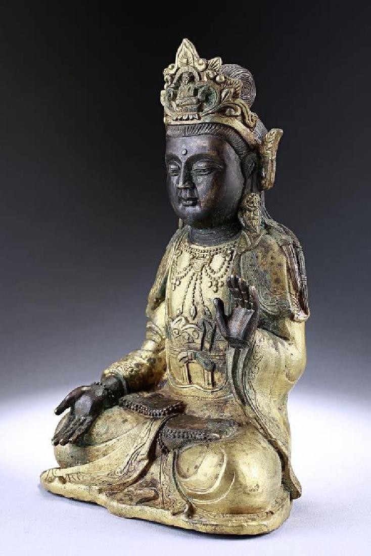 ANTIQUE CHINESE BRONZE FIGURE OF A BUDDHA