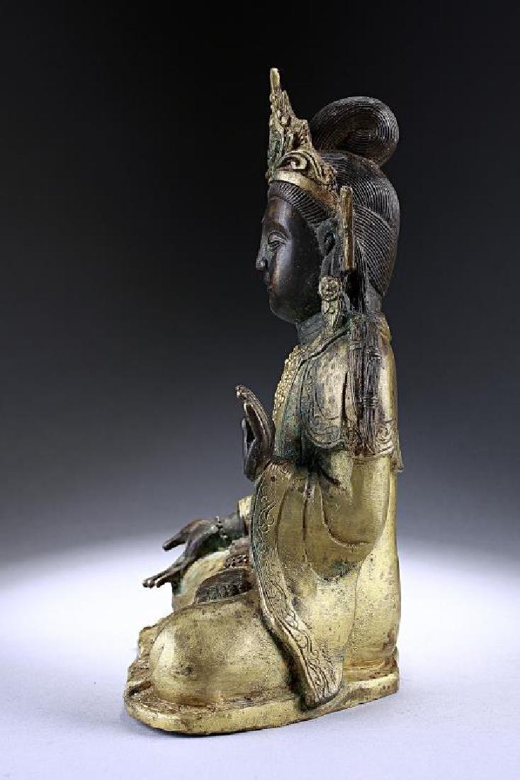 ANTIQUE CHINESE BRONZE FIGURE OF A BUDDHA - 3