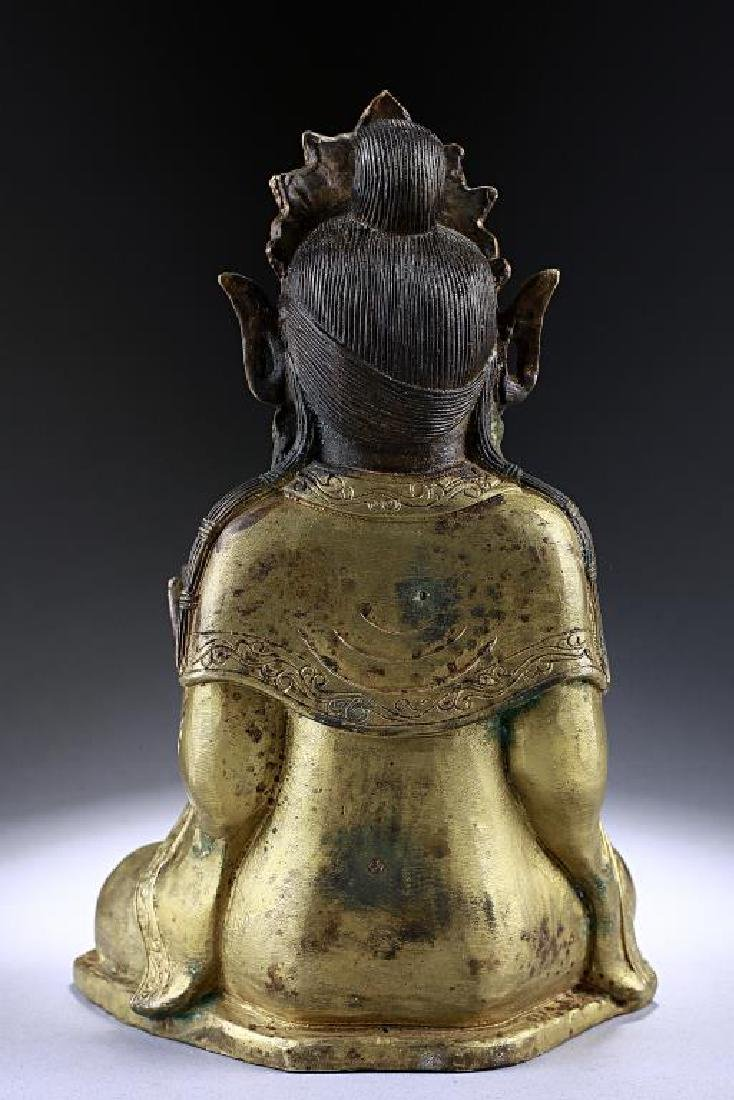 ANTIQUE CHINESE BRONZE FIGURE OF A BUDDHA - 4