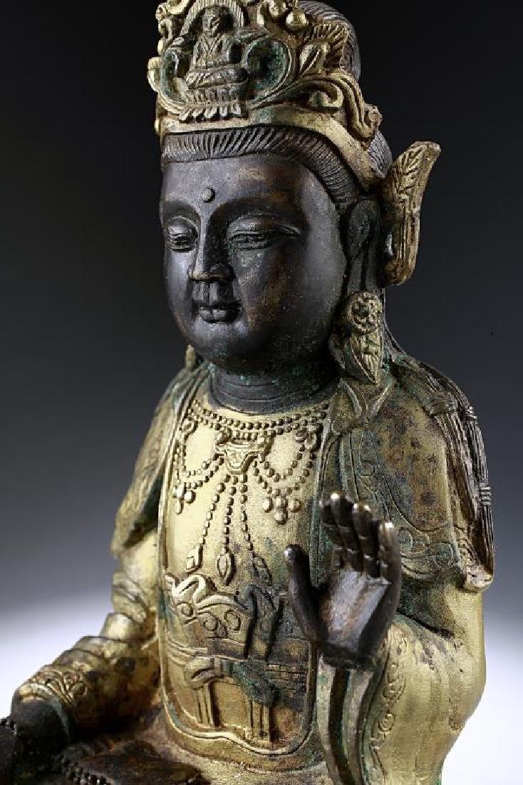 ANTIQUE CHINESE BRONZE FIGURE OF A BUDDHA - 8