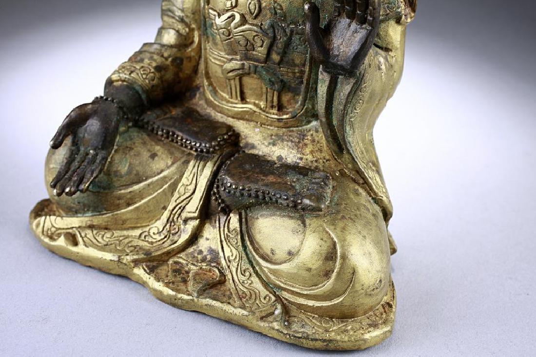 ANTIQUE CHINESE BRONZE FIGURE OF A BUDDHA - 9