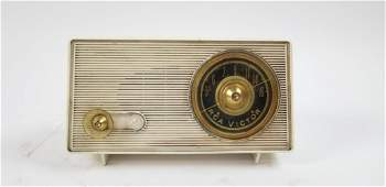 RECTANGULAR VINTAGE RCA VICTOR RADIO
